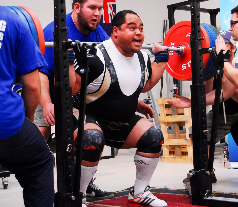 Correct spotting of the squat. - Powerlifting   strength - Gymnation 7b0c35de7